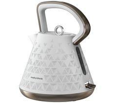 Classic yet modern, step forward the Morphy Richards Prism Kettle – White. Featuring a unique and trendy prism pattern, the textured design adds a touch of style to the crisp white Prism Kettle. White Appliances, Small Kitchen Appliances, White Kettle, Traditional Kettles, Cafetiere Expresso, Kettle And Toaster, Electrical Appliances, Decoration, Kitchenware
