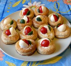 Vou le vent all'italiana Vol Au Vent, Finger Foods, Baked Potato, Buffet, Cheesecake, Baking, Ethnic Recipes, Desserts, Samsung