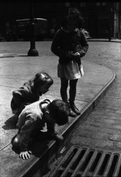 Walker Evans - Children Playing on Sidewalk Next to Gutter Grating, New York…