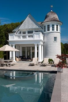 Can you believe this is a guest house & pool house?  I can believe it: that's how much space I want full time.