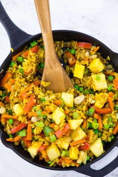 This Thai pineapple fried rice recipe couldn't be easier! Vegan Recipes Easy Healthy, Rice Recipes Vegan, Low Carb Vegetarian Recipes, Vegan Dinner Recipes, Vegan Dinners, Veggie Recipes, Indian Food Recipes, Cooking Recipes, Pineapple Fried Rice