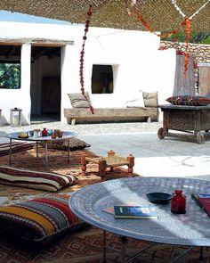 moroccan garden via thediversionproject via mi casa
