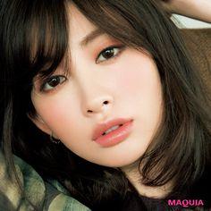 印象深い瞳とトレンドカラーのリップメイクに人気が集中! 「MAQUIA」1月号から、読者が選んだ2017年下半期のベストメイクをご紹介。下半期ベストfaceはこの3つ1.辛めの目元と甘い口元が見事に調和「ぽってりした唇とアンニュイな目元のバランスが最強!」...