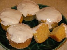 Banana Papaya Cupcakes from Food.com: Found half of a very ripe papaya in my fridge(from my mom-Rita), and decided to try something different with it!