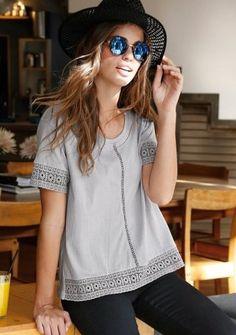 Halenka s krajkou a výšivkou #style #boho #modino_cz #czech #modino_style #sunglasses #hat #fashion #outfit #ModinoCZ