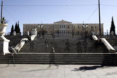 Βυθίζεται στην ύφεση η ελληνική οικονομία: Στο -0,9% του ΑΕΠ στο β' τρίμηνο