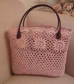 Leather crocheted handbag model – Women's Site - Diy And Craft Diy Crochet Bag, Crochet Wallet, Crochet Shell Stitch, Crochet Handbags, Crochet Purses, Crochet Designs, Crochet Patterns, Crochet Shoulder Bags, Lace Bag