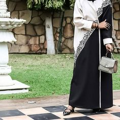 #Repost @the.queen.of.oman with @instatoolsapp يا عيون نظرتها رضا و أمان . . . عباتي من @moda.design.bh #subhanabayas #fashionblog #lifestyleblog #beautyblog #dubaiblogger #blogger #fashion #shoot #fashiondesigner #mydubai #dubaifashion #dubaidesigner #dresses #openabaya #uae #dubai #abudhabi #sharjah #ksa #kuwait #bahrain #oman #instafashion #dxb #abaya #abayas #abayablogger #абая