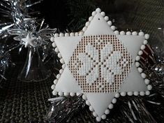 Christmas Star, Christmas Cookies, Xmas, Ginger Cookies, Cookie Designs, Royal Icing, Cookie Decorating, Needlepoint, Gingerbread
