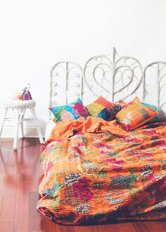Buy handmade kantha quilts, kantha blankets bedspreads into queen and twin sizes…