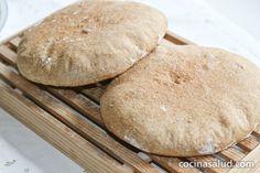 Este pan marroquí integral, está riquísimo recién sacado del horno!! El término árabe para pan es, khobz (se pronuncia, jobz) y estas hogazas de pan fermentado (khobz eddar) son las que hacen todos los días [...]
