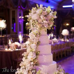 Now THAT'S a wedding cake!  Can you believe those flowers are edible?