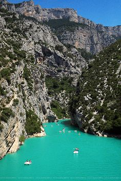 Lac de Sainte Croix et gorges du Verdon. we rented these paddle boats and did this! Beautiful Places In The World, Places Around The World, Around The Worlds, Cannes, Provence, Rio, Travel Images, South Of France, Lake View