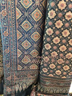 ผ้าลายอย่าง พิมพ์ลงบนผ้าซิลกี้ ขนาดกว้าง 115 ซม. ยาว 200 ซม. แรงบันดาลใจจากผ้าโบราณ สู่การพัฒนาเชิงสร Thailand Fashion, Thai Pattern, Thai Traditional Dress, Thai Dress, Vector Flowers, Fasion, Vintage Dresses, Bohemian Rug, Carpet