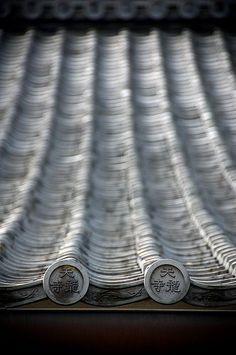 "moji: "" 天龍寺 details - Kyoto (via j-p-g) ""Tenryu-ji"" is the head temple of the Tenryū branch of Rinzai Zen Buddhism, located in Susukinobaba-chō, Ukyō Ward, Kyoto,. Japanese Architecture, Architecture Details, Cultural Architecture, Amazing Architecture, Japanese House, Japanese Art, Japanese Beauty, Japanese Style, Asian Beauty"