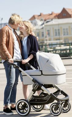 Wow what a gorgeous day! • • • The NXT carrycot is used from 0-6 months and is compatible with NXT90, NXT90 F, NXT60 and NXT60 F. #emmaljunga #NXT90 #NXT90F #NXT60 #NXT60F #stroller #kinderwagen #barnvagn #cochecitos