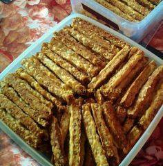 Κριτσινάκια παρμεζάνας !!! ~ ΜΑΓΕΙΡΙΚΗ ΚΑΙ ΣΥΝΤΑΓΕΣ Cookie Recipes, Snack Recipes, Snacks, Food Network Recipes, Food Processor Recipes, Healthy Bars, Brunch, Bread And Pastries, Sweet And Salty
