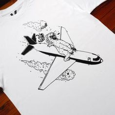love tee-stussy-tshirt-airplane-crash-bear-t-shirt-art-drawing-hip-red-bull-hvid-black-white-online-dkny-fashion-love-street-art-alexandersen-koala-flying