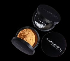 Diffuses imperfections and gives the bride a flawless, airbrushed, luminous finish --Hi-Definition Hydrating Mineral Perfecting Powder (available in Translucent or Warmth)