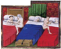 Las camas medievales de la clase pobre no tenían telas alrededor. Se metían varias personas en la misma cama, hasta siete u ocho personas, para poder aguantar el frío. Muchas veces el arca se usaba tanto como mueble de guardar, como mesa y como cama. #Esmadeco.
