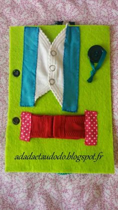 DIY: Closures page for the book of activities in felt (Quiet Book) . - DIY: Closures page for the book of activities in felt (Quiet Book) . Diy Quiet Books, Baby Quiet Book, Felt Quiet Books, Infant Activities, Book Activities, Silent Book, Sensory Book, Quiet Book Patterns, Fidget Quilt