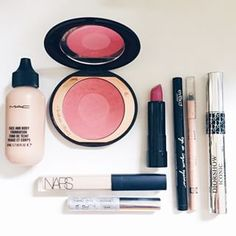 Olhar para seus produtos de make e concluir que eles parecem feitos um para o outro. | 21 prazeres na vida de quem é apaixonado por maquiagem