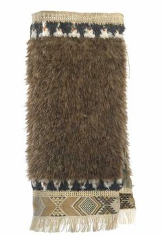 Kahu kiwi (feather cloak) - Collections Online - Museum of New Zealand Te Papa Tongarewa Flax Weaving, Weaving Art, Wood Sculpture, Abstract Sculpture, Bronze Sculpture, Maori Tribe, Maori Patterns, Maori People, Polynesian Art