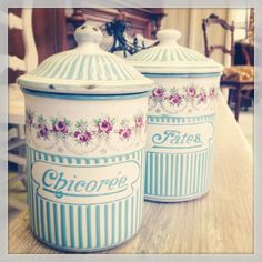 Enamelware pots chicoree