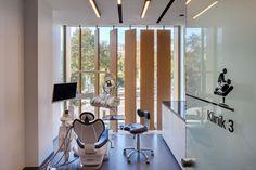 Empty Dental Crowns Before And After Smile Dental Office Design, Medical Design, Healthcare Design, Home Office Design, Office Designs, Dental Clinic Logo, Dentist Clinic, Dental Hospital, Clinic Interior Design