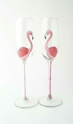 Dream Decanter AND Classy Glasses: Hand-painted Designs from Toasted Glass Flamingo Party, Flamingo Decor, Pink Flamingos, Flamingo Craft, Wine Glass Crafts, Bottle Crafts, Bottle Art, Hand Painted Wine Glasses, Ideas Hogar