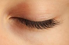 Grow your eyelashes thick and to their maximum capacity with this easy recipe