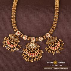 Jewelry OFF! When class meets style this yellow gold necklace studded with Bajiira stones hanging three pendant you get a gorgeous jewellery creation like this neckpiece. Wear it glam up your style. Short Necklace, Necklace Set, Gold Necklace, Gold Choker, India Jewelry, Gold Jewelry, Jewellery, Statement Jewelry, Antique Necklace