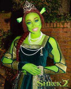 Shrek where art thou . Blonde Bob Cuts, Curly Blonde, Princess Fiona, Princess Zelda, Halloween 2019, Halloween Costumes, Halloween Makeup, Halloween Ideas, Kardashian Family
