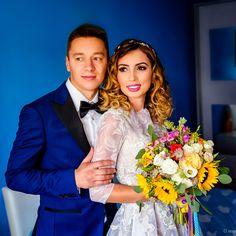 Mirele si mireasa - fotografii de nunta  #wedding #photoshoot #bride #groom #fotograf #nunta Wedding Couples, Wedding Day, Couple Posing, Beautiful Couple, Wedding Photoshoot, Couple Photography, Groom, Poses, Engagement