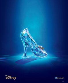 Relación de lo simbolizado por el objeto símbolo. El zapato de cenicienta es el símbolo más característico de la princesa.