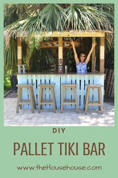 DIY Pallet Tiki Bar Check out how my husband and I made this awesome and fun tiki bar using pallets Pool Bar, Bar Patio, Outdoor Garden Bar, Outdoor Tiki Bar, Backyard Bar, Backyard Patio Designs, Diy Garden Bar, Outdoor Bars, Bar En Palette