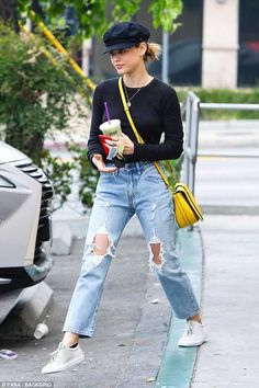 Lucy hale cuts a casual figure in black top and matching newsboy hat lynn light wash jeans Cap Outfits For Women, Outfits With Hats, Clothes For Women, Oufits Casual, Casual Outfits, Nice Outfits, Lucy Hale Outfits, Lucy Hale Style, Monday Outfit