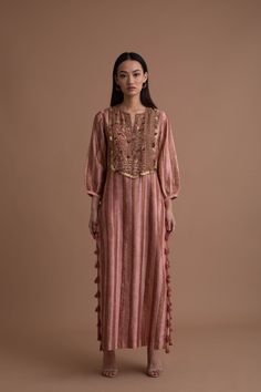 Simple Pakistani Dresses, Indian Gowns Dresses, Pakistani Dress Design, Pakistani Long Kurtis, Kurti Neck Designs, Kurta Designs Women, Kurti Designs Party Wear, Stylish Dresses For Girls, Stylish Dress Designs
