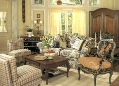 Awesome 50+ Awesome French Country Living Room Ideas https://gardenmagz.com/50-awesome-french-country-living-room-ideas/