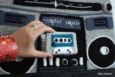 Mixtape et Guetto blaster en laine.  Tous droits réservés - Miss Veneno.