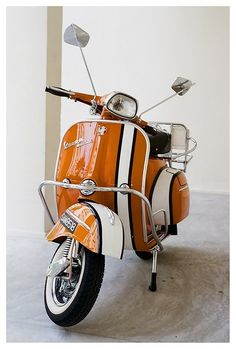 Vespa * love the stripe, beautiful color too * looks like Nemo!