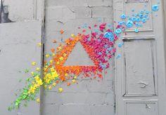 Tendência atual de arte urbana. Colagem de origamis.