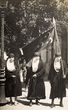 Women demonstrating against British occupation during the Egyptian  Revolution of 1919. Cairo 7b8ad7117