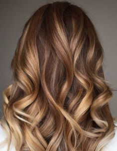 29 Gourgeous Balayage Hairstyles Are you familiar with Balayage hair? Balayage is a French word which means to sweep or paint. It is a sun kissed natural looking hair color that gives your hair … Read Ombre Hair Color, Hair Color Balayage, Hair Highlights, Balayage Ombre, Brunette Color, Brown Balayage, Color Highlights, Balayage Hairstyle, Haircolor