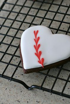 Chocolate sugar cookies and a how-to for marble royal icing! Perfect for a V-day treat!
