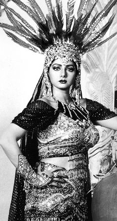 Sridevi Black N White Images, Black And White, Indian Goddess, Vintage Bollywood, Madhuri Dixit, Beautiful Saree, Bollywood Fashion, Indian Actresses, Vintage Black