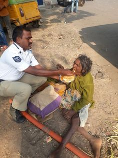 Faith In Humanity Restored 13 Pics Change The World, In This World, Human Kindness, Kindness Matters, Foto Real, Senior Home Care, Faith In Humanity Restored, Helping Others, Helping People