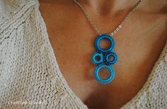 Free crochet pattern: Glamour Girl Crochet Necklace