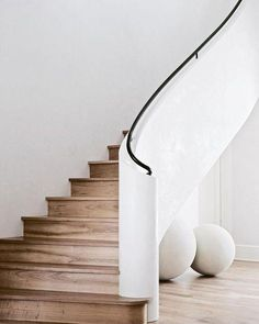 A beautiful modern staircase with white plaster walls and wooden treads and rise. : A beautiful modern staircase with white plaster walls and wooden treads and risers. We love the black steel railing detail and the curve of the stairs! Interior Staircase, Staircase Railings, Curved Staircase, Interior Architecture, Staircase Architecture, Spiral Staircases, Stairways, Railing Design, Staircase Design