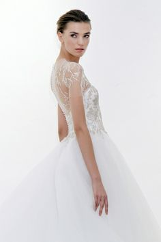 I'm swooning over the beautiful bridal gown collection for 2012 by Marchesa. Bridal Photoshoot, Bridal Shoot, Bridal Dresses, Wedding Gowns, Prom Dresses, Sabyasachi Lehenga Bridal, Black Bridal Parties, Marchesa Bridal, Elegant Bridal Shower